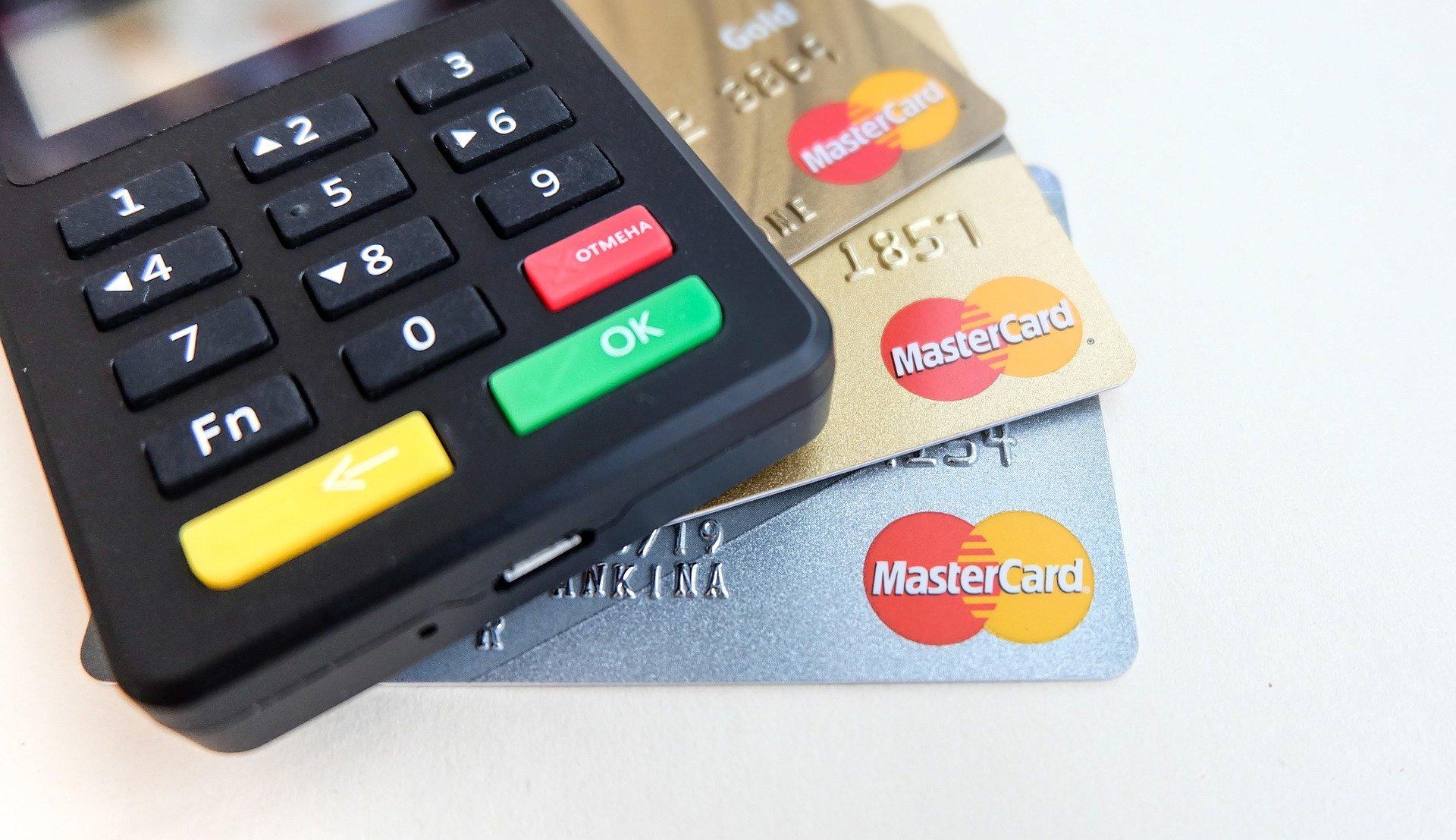karta płatnicza gotówka czy przelew